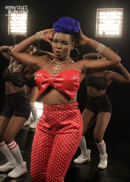 Yemi Alade - Pose B-T-S (13)