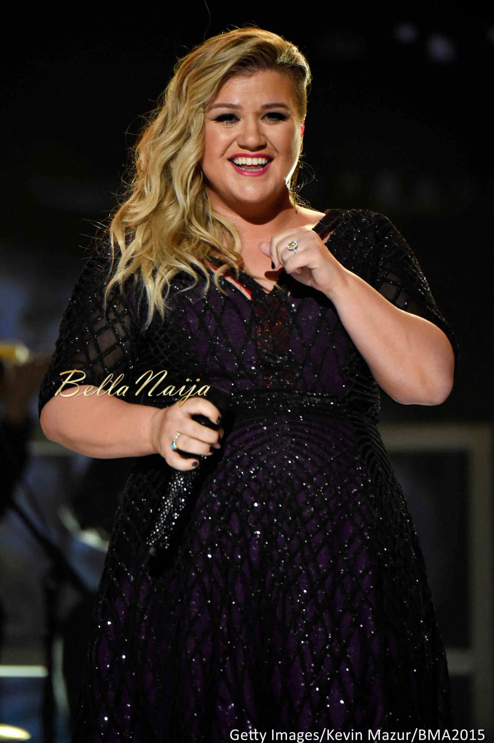 Kelly Clarkson Nude Photos 13