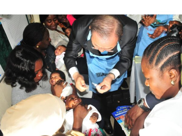 PIC. 6. THE SECRETARY-GENERAL OF UNITED NATIONS, MR BAN KI-MOON, IMMUNISING A CHILD DURING HIS VISIT TO THE NATIONAL PRIMARY HEALTH CARE DEVELOPMENT AGENCY (NPHCDA) IN ABUJA ON TUESDAY (24/8/15). 6138/24/8/2015/JAU/BJO/NAN
