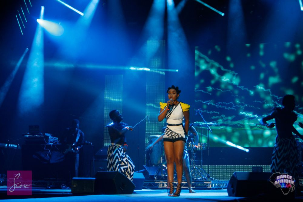 Yemi Alade in Custom Iconic Invanity - Bellanaija - August004
