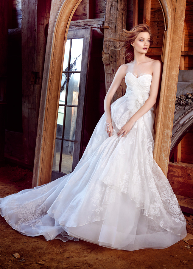 lazaro-bridal-floral-silk-organza-strapless-sweetheart-chantilly-lace-natural-asymmetrical-horsehair-chapel-3552_zm