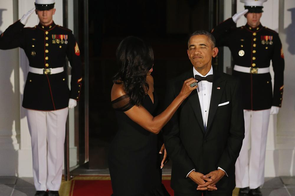 WASHINGTON, DC - SEPTEMBER 25: U.S. First Lady Michelle Obama straightens U.S. President Barack Obama's tie while they wait on the North Portico for the arrival of Chinese President Xi Jinping and his wife Madame Peng Liyuan ahead of a state dinner at the White House September 25, 2015 in Washington, DC. Obama and Xi announced an agreement on curbing climate change and an understanding on cyber security. (Photo by Chip Somodevilla/Getty Images)