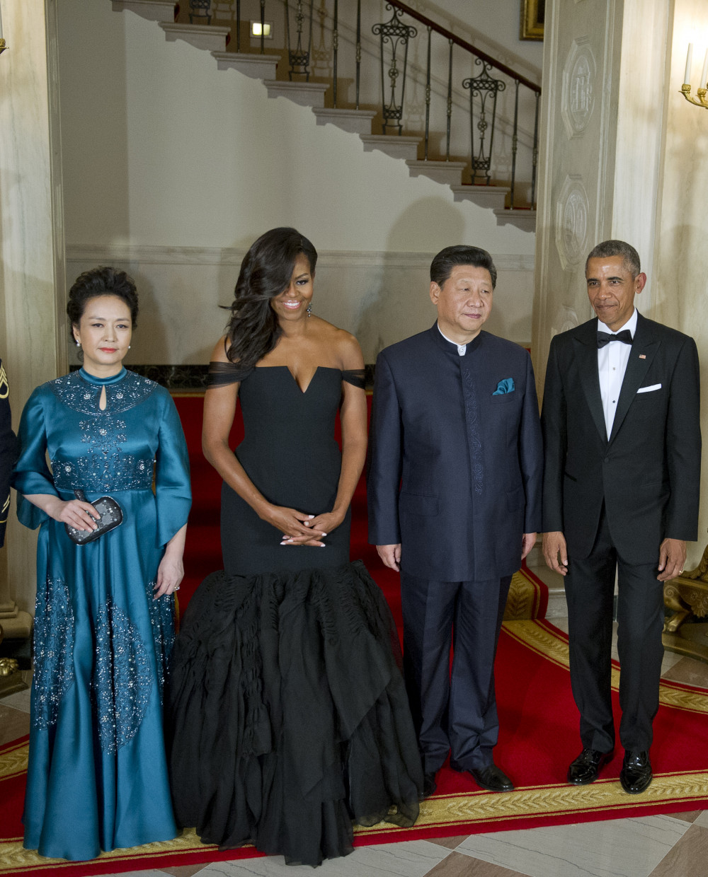 WASHINGTON, DC - SEPTEMBER 25: (L-R) Chinese President Xi Jinping's wife Peng Liyuan, first lady Michelle Obama, Chinese President Xi Jinping and President Barack Obama pose for a formal photo prior to a state dinner at the White House September 25, 2015 in Washington, DC. The two leaders will tackle a range of issues including regional tensions in Asia and cyber crimes. (Photo by Ron Sachs-Pool/Getty Images)