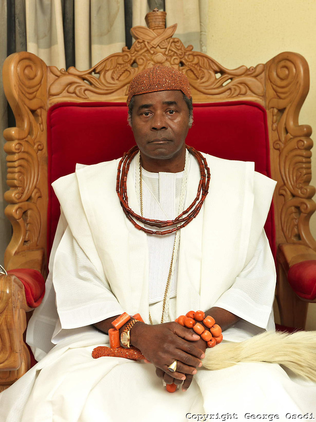 His-Majesty-Ogiame-Atuwatse-II-The-Olu-of-warri-2012