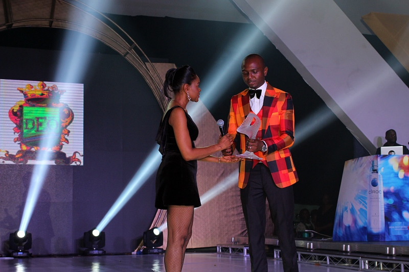 DEOLA SAGOE RECEIVING MMR AWARD