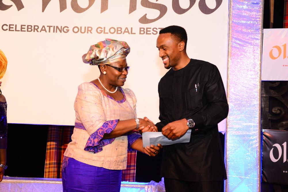 Obinna Ukwani Receiving the Innovation Marketplace Prize