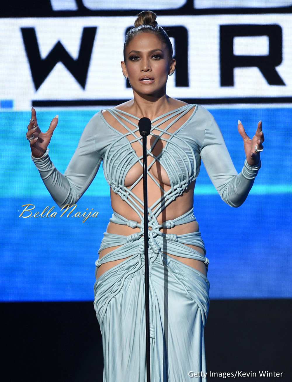 2015 Jennifer Lopez AMA Awards Outfit