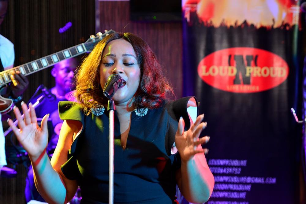 25 Big voice - DIWARI performs cover of Adele's 'Hello'