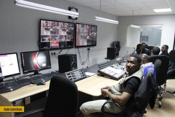 49. studio control room02