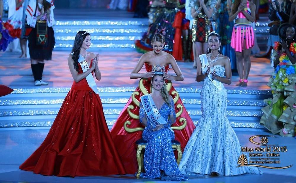 Crowning Miss World 2015