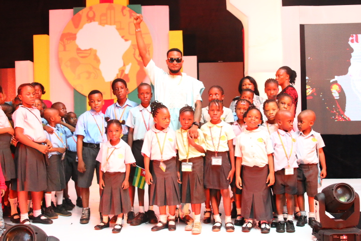 Dbanj and the Aspire kids