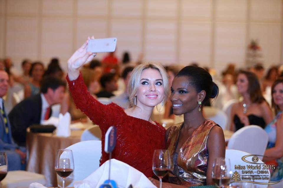 Ksenia Sukhinova (Miss World 2008), Agbani Darego (Miss World 2001)