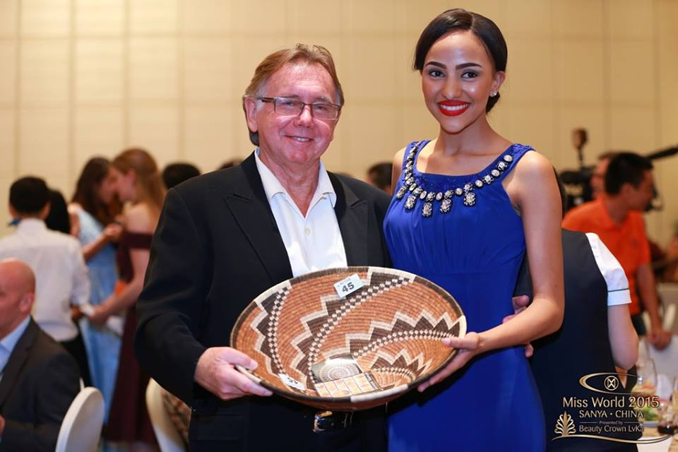 Miss Botswana presents her gift to Ken Warrick, Executive TV Producer of America's Got Talent, American Idol, and also a judge at Miss World 2015