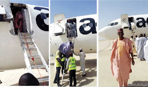 Passengers-disembark-from-Aero-plane-using-ladder