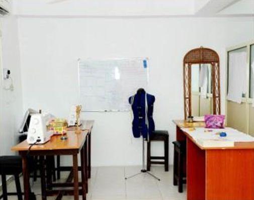 Pattern & Style Conducive Workroom