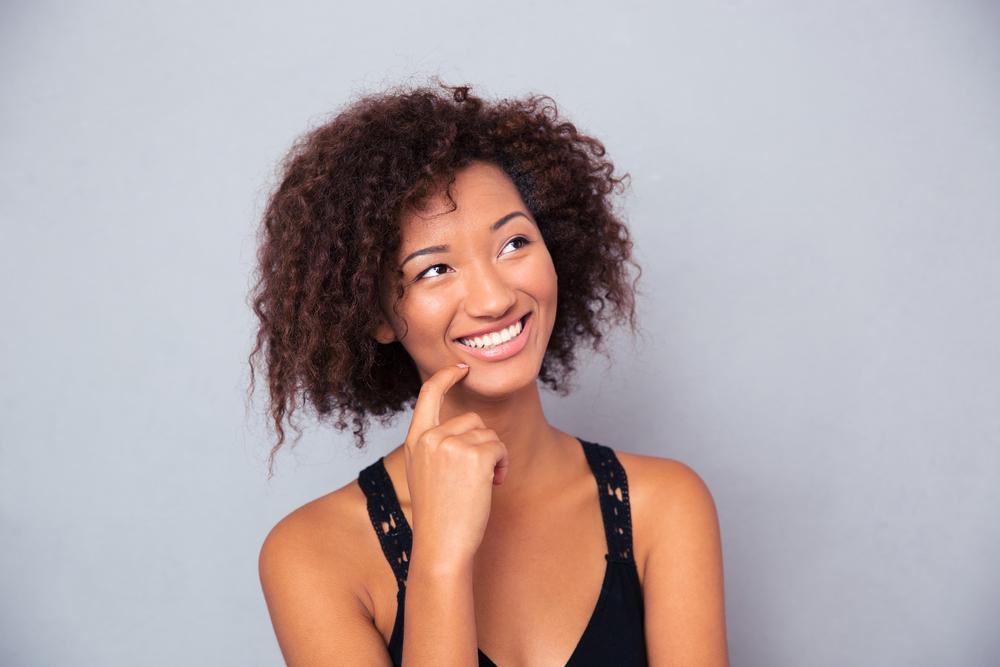 Ijeoma Okoro: Eu tinha um sorriso enfadonho, mas isso acabou! Saiba como eu consegui dentes brancos naturalmente