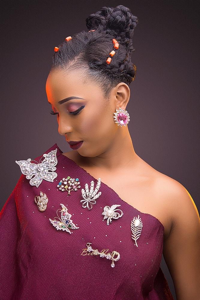 Gbenga Art Smith Beads_Nigerian Weddings_Beauty_BellaNaija 2016_AUNTY ONI-BROOCH