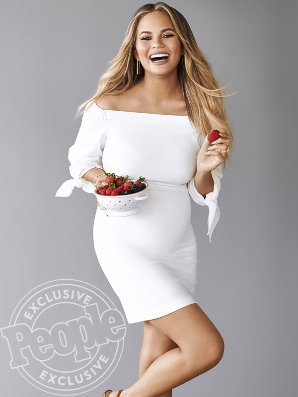 People Magazine chrissy-teigen-600x800