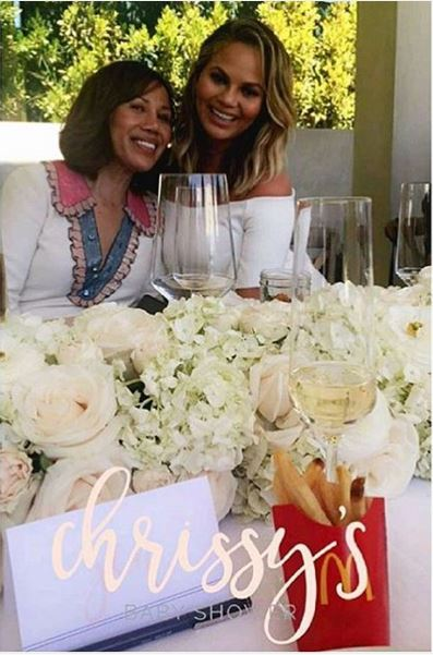 Chrissy Teigen Baby Shower (20)
