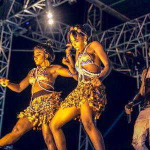 D'banj's dancers on the #HeiinekenGidiFest stage