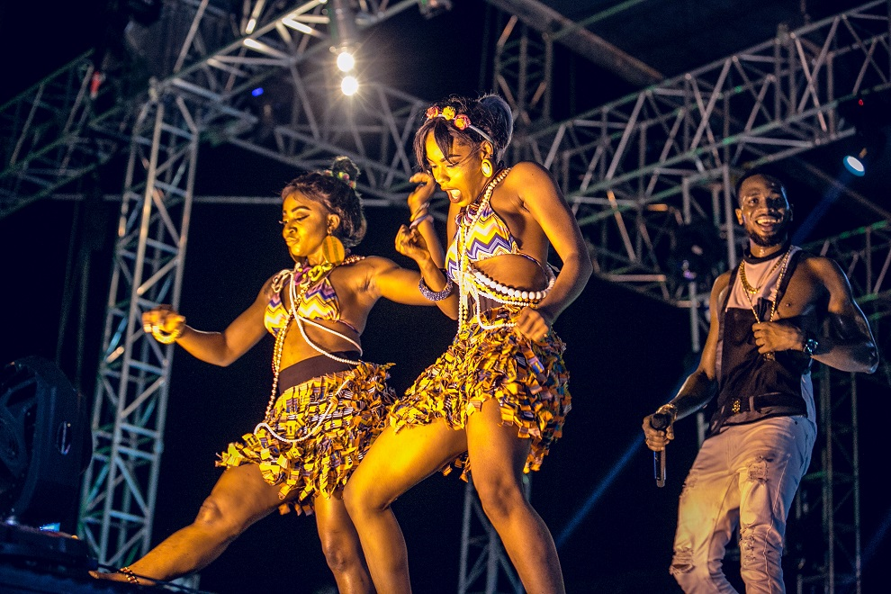 D'banj's dancers on the #HeiinekenGidiFest stage