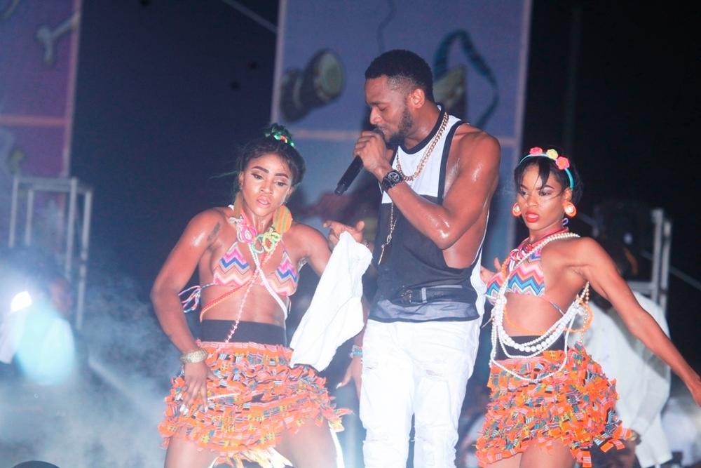 D'banj and Dancers