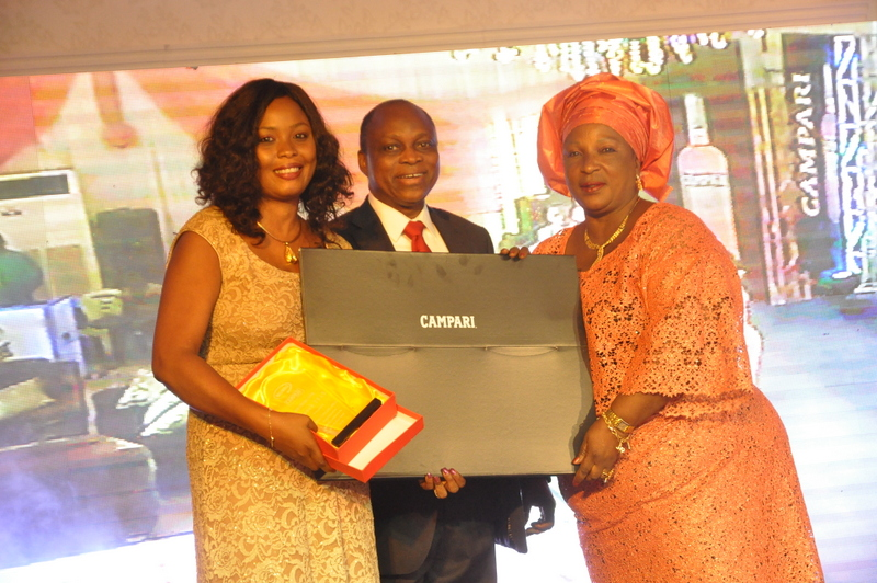 Sales Development Manager, Bola Lofindipe, Executive Director, BML, Demola Kolade and a winner from the top 40
