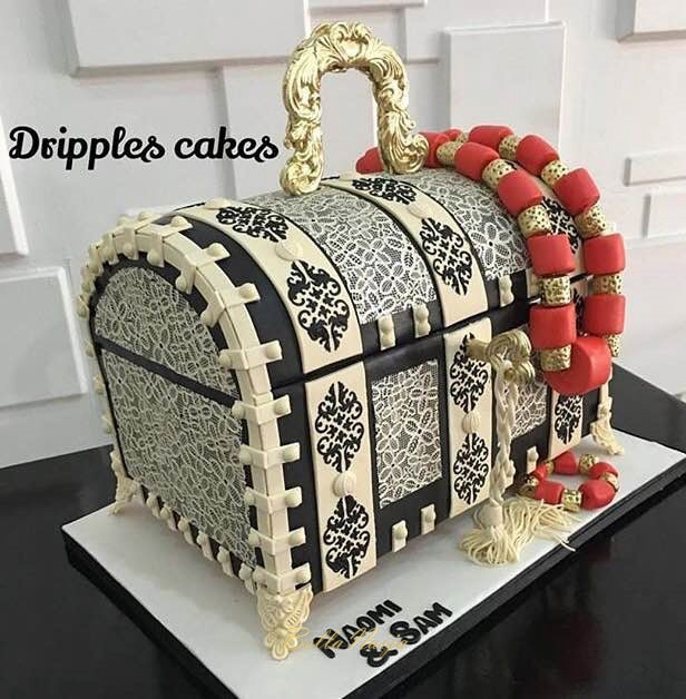 Cake by @dripplescakes