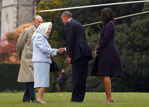 WINDSOR, ENGLAND - APRIL 22: US President Barack Obama and his wife First Lady Michelle Obama are greeted by Queen Elizabeth II and Prince Phillip, Duke of Edinburgh after landing by helicopter at Windsor Castle for a private lunch on April 22, 2016. The President and his wife are currently on a brief visit to the UK where they will have lunch with HM Queen Elizabeth II at Windsor Castle and dinner with Prince William and his wife Catherine, Duchess of Cambridge at Kensington Palace. Mr Obama will visit 10 Downing Street on Friday afternoon where he is to hold a joint press conference with British Prime Minister David Cameron and is expected to make his case for the UK to remain inside the European Union. (Photo by Alastair Grant - WPA Pool/Getty Images)