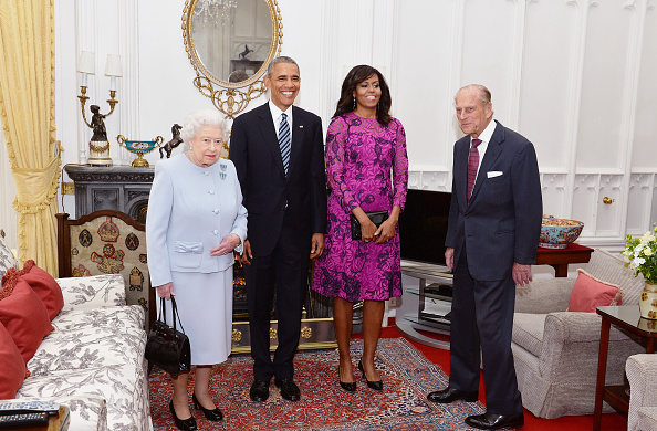 WINDSOR, ENGLAND - APRIL 22: Queen Elizabeth II (L) and Prince Philip, Duke of Edinburgh (R) stand with US President Barack Obama and First Lady of the United States, Michelle Obama in the Oak Room at Windsor Castle ahead of a private lunch hosted by the Queen on April 22, 2016 in Windsor, England. The President and his wife are currently on a brief visit to the UK where they will have lunch with HM Queen Elizabeth II at Windsor Castle and dinner with Prince William and his wife Catherine, Duchess of Cambridge at Kensington Palace. Mr Obama will visit 10 Downing Street on Friday afternoon where he is to hold a joint press conference with British Prime Minister David Cameron and is expected to make his case for the UK to remain inside the European Union. (Photo by John Stillwell - WPA Pool/Getty Images)