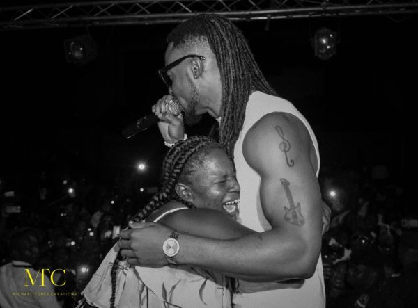Nigeria artist Flavor's in Mali for show but fans cant get enough of him