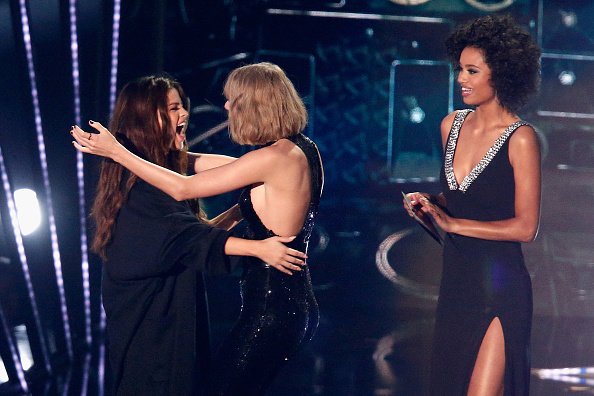 INGLEWOOD, CALIFORNIA - APRIL 03: Recording artists Selena Gomez (L) and Taylor Swift hug onstage during the iHeartRadio Music Awards at The Forum on April 3, 2016 in Inglewood, California. (Photo by Rich Polk/Getty Images for iHeartRadio / Turner)
