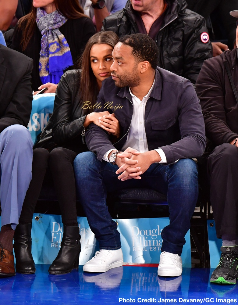 NEW YORK, NY - APRIL 10: Chiwetel Ejiofor and guest (L) attend the Toronto Raptors vs New York Knicks game at Madison Square Garden on April 10, 2016 in New York City. (Photo by James Devaney/GC Images)