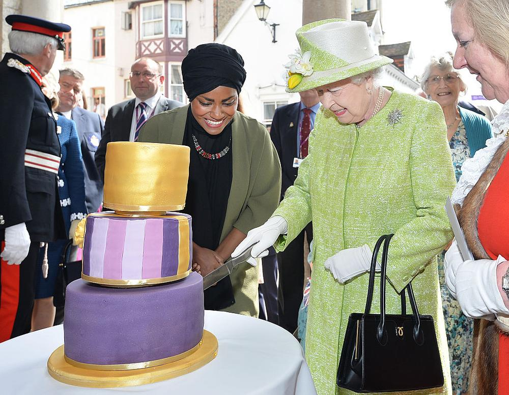 Queen Elizabeth is Your Floral Majesty for her 90th Birthday! Cake ...