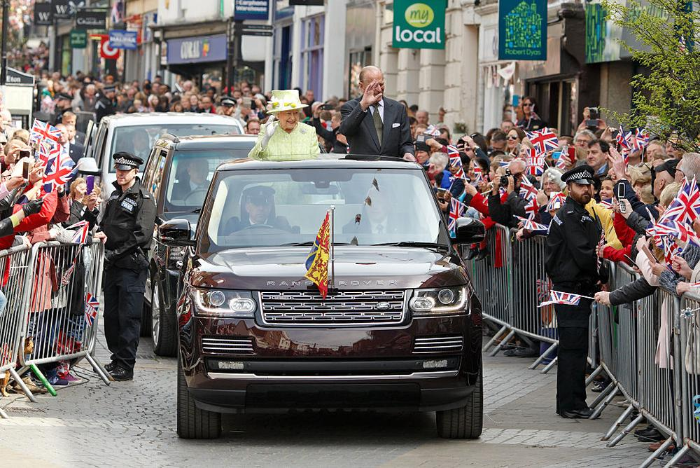 WINDSOR, UNITED KINGDOM - APRIL 21: (EMBARGOED FOR PUBLICATION IN UK NEWSPAPERS UNTIL 48 HOURS AFTER CREATE DATE AND TIME) Queen Elizabeth II and Prince Philip, Duke of Edinburgh travel through Windsor in an open top Range Rover after her 90th Birthday Walkabout on April 21, 2016 in Windsor, England. Today is Queen Elizabeth II's 90th Birthday. (Photo by Max Mumby/Indigo/Getty Images)