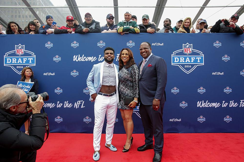 CHICAGO, IL - APRIL 28: Draftee Ezekiel Elliott of Ohio State arrives with his mom Dawn and father Stacy to the 2016 NFL Draft on April 28, 2016 in Chicago, Illinois. (Photo by Kena Krutsinger/Getty Images)