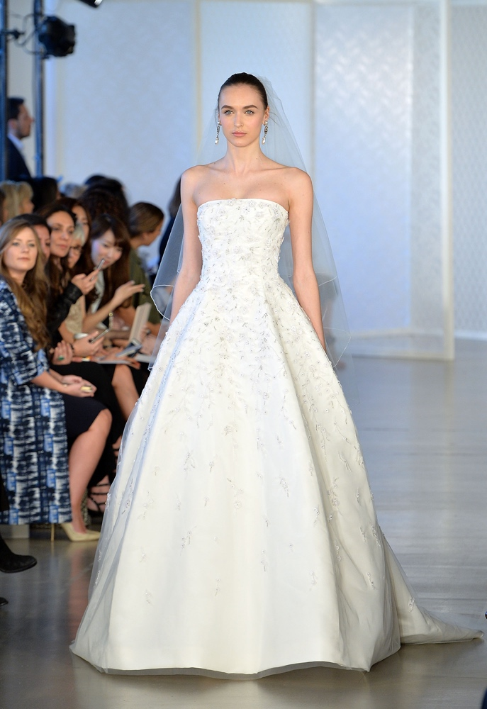 Bn bridal oscar de la renta bridal spring summer 2017 for Oscar de la renta short wedding dress
