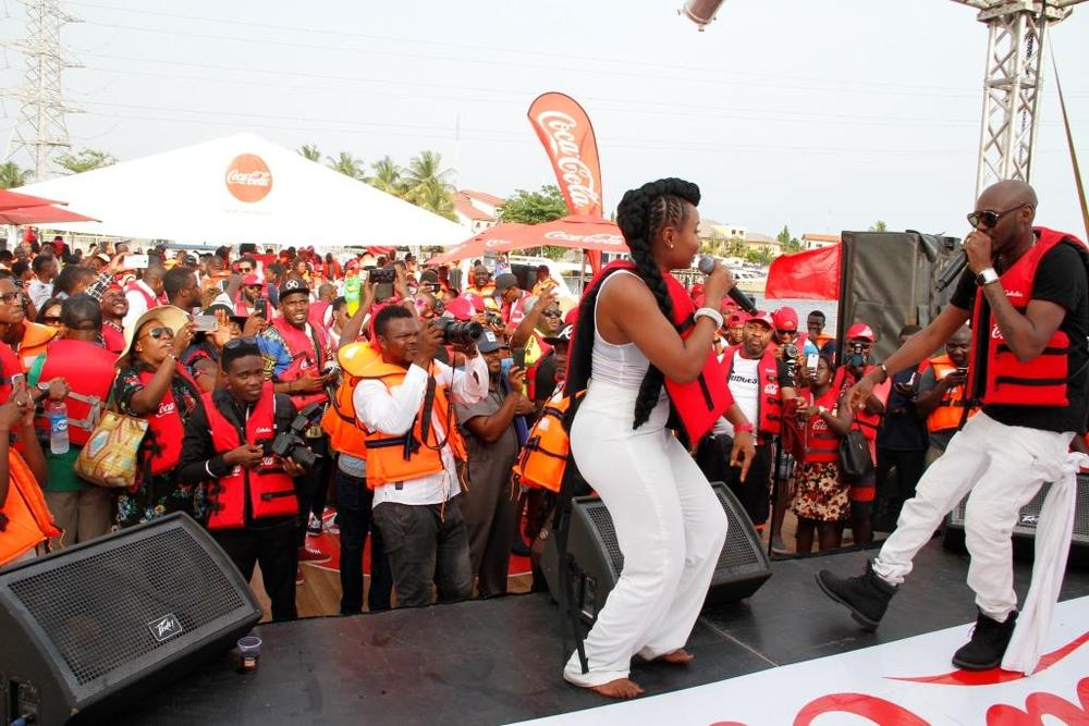 Yemi Alade and 2 baba performing at Coke Island