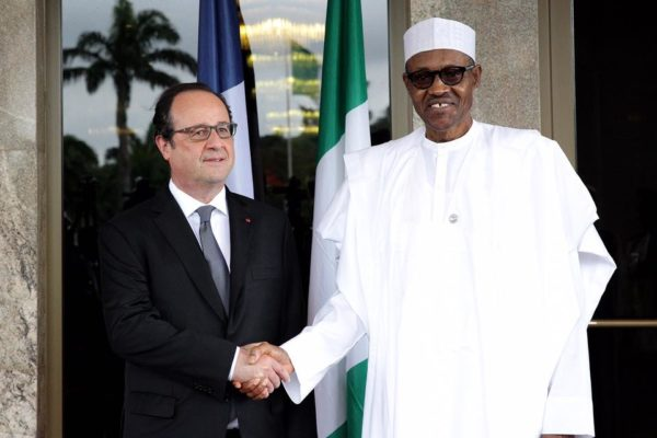 President Muhammadu Buhari (R) welcoming French President Francois Hollande to the State House, Abuja