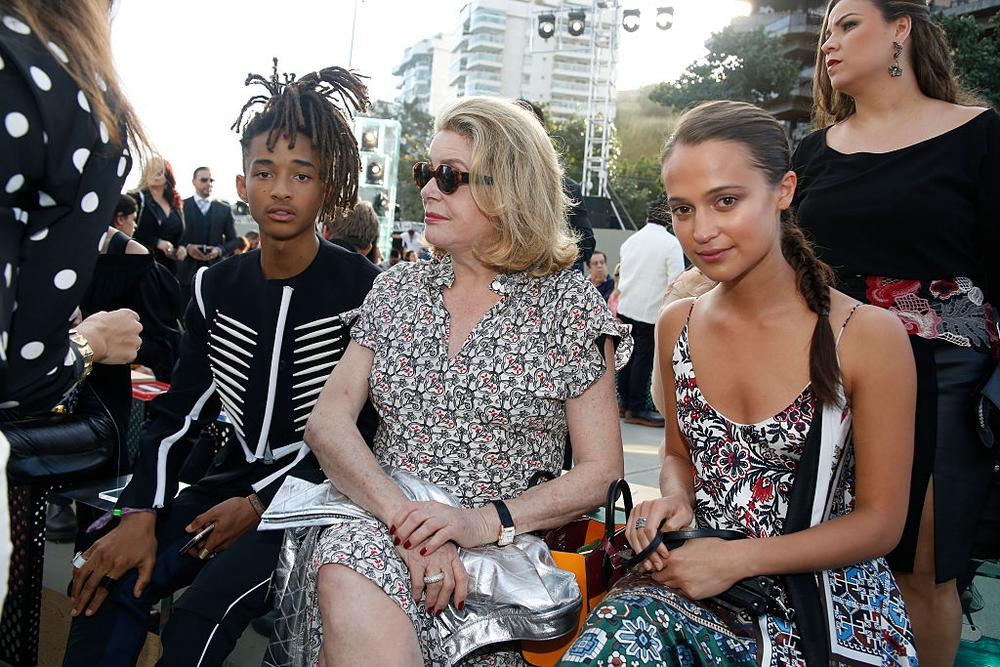 NITEROI, BRAZIL - MAY 28: (L-R) Jaden Smith, Catherine Deneuve and Alicia Vikander attend Louis Vuitton 2017 Cruise Collection at MAC Niter on May 28, 2016 in Niteroi, Brazil. (Photo by Vivian Fernandez/Getty Images)