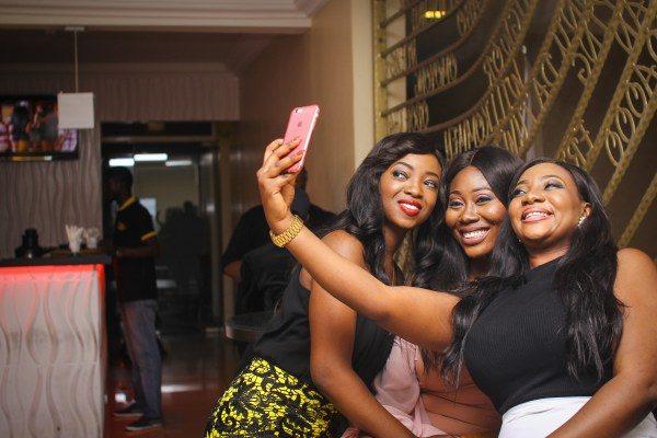 Olakunbi-Oyelese.-Estanola-Oyelese-Gbemi-take-a-selfie
