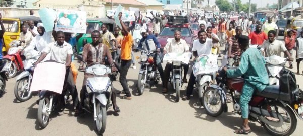 YOUTHS GROUPS ON A PEACEFUL DEMONSTRATION IN SUPPORT OF FUEL SUBSIDY  REMOVABLE IN BAUCHI ON TUESDAY (17/5/16). 3593/17/5/16/DJ/ICE/NAN
