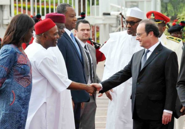 PRESIDENT MUHAMMADU BUHARI (2ND R), INTRODUCING MEMBERS OF HIS CABINET TO THE VISITING FRENCH PRESIDENT, FRANCOIS HOLLANDE (R) AT THE PRESIDENTIAL VILLA ABUJA ON SATURDAY (14/5/16) 3558/14/5/2016/ICE/JAU/NAN