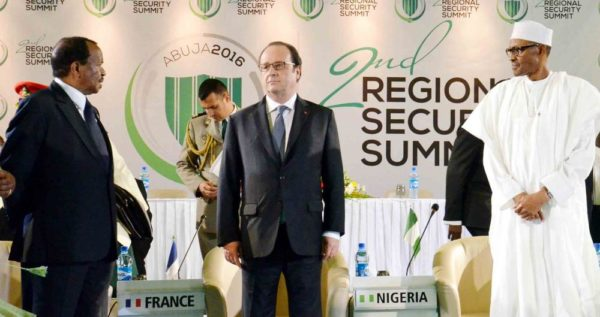 FROM LEFT: PRESIDENT PAUL BIYA OF CAMEROON; PRESIDENT HOLLANDE OF FRANCE AND PRESIDENT MUHAMMADU BUHARI, AT THE 2ND REGIONAL SECURITY SUMMIT IN ABUJA ON SATURDAY (14/5/16) 3560/14/5/2016/JAU/NAN