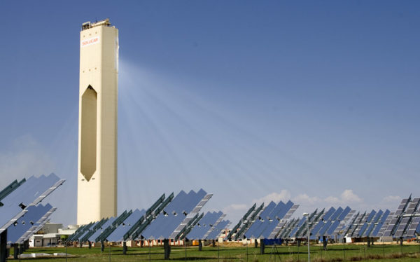 PS10 Solar Power Tower. Credit: Wikipedia