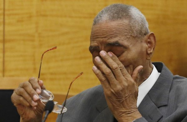 Paul Gatling wipes away tears at Brooklyn Supreme Court on May 2, 2016. Mark Lennihan/Associated Press