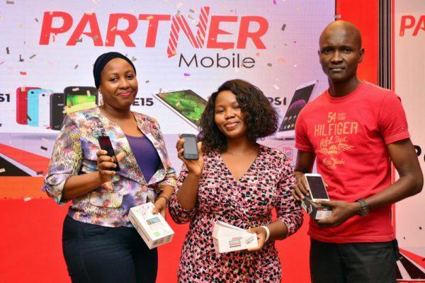 Phone Winners L-R Fatima Suleiman Anu Akinlotan Babatunde Daniel