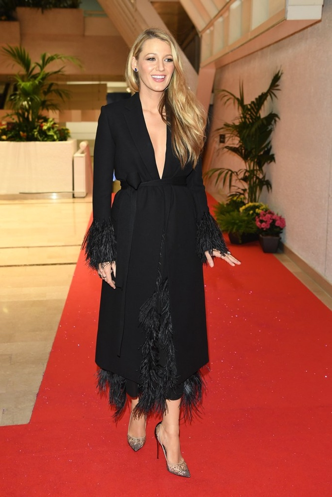 blake lively bn style your bump bellanaija may2016 a_12-cannes-film-festival-2016-blake-lively-black-coatdress