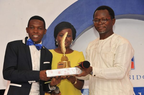 (L-R) Kemi Busari, winner, Best Online Reporter of the Year; receiving his award from Miss Toyosi Ogunseye, Editor, Sunday Punch and Bolaji Tunji, Executive Director, Special Duties, Sun Newspapers; at the 2016 Promasidor Quill Awards event held at Sheraton Lagos Hotel …recently