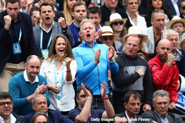 PARIS, FRANCE - JUNE 05: (L-R) William Murray (Father), Kim Sears (wife), Mark Bender (Physio), Matt Little (Coach) and Jamie Delgado (Coach) applaud Andy Murray of Great Britain during the Men's Singles final match against Novak Djokovic of Serbia on day fifteen of the 2016 French Open at Roland Garros on June 5, 2016 in Paris, France. (Photo by Julian Finney/Getty Images)